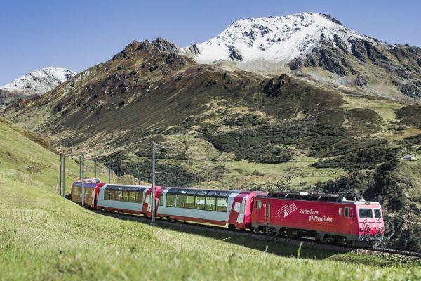 Mit dem GLACIER-EXPRESS durch die Schweiz