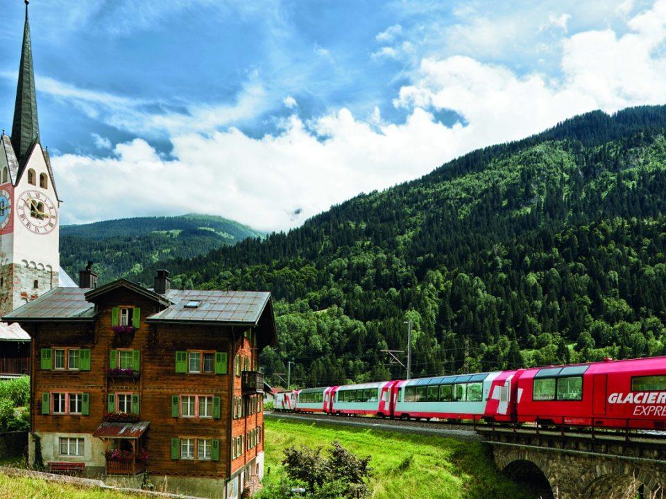 Schweiz: Glacier-Express plötzlich vom Berg verschluckt