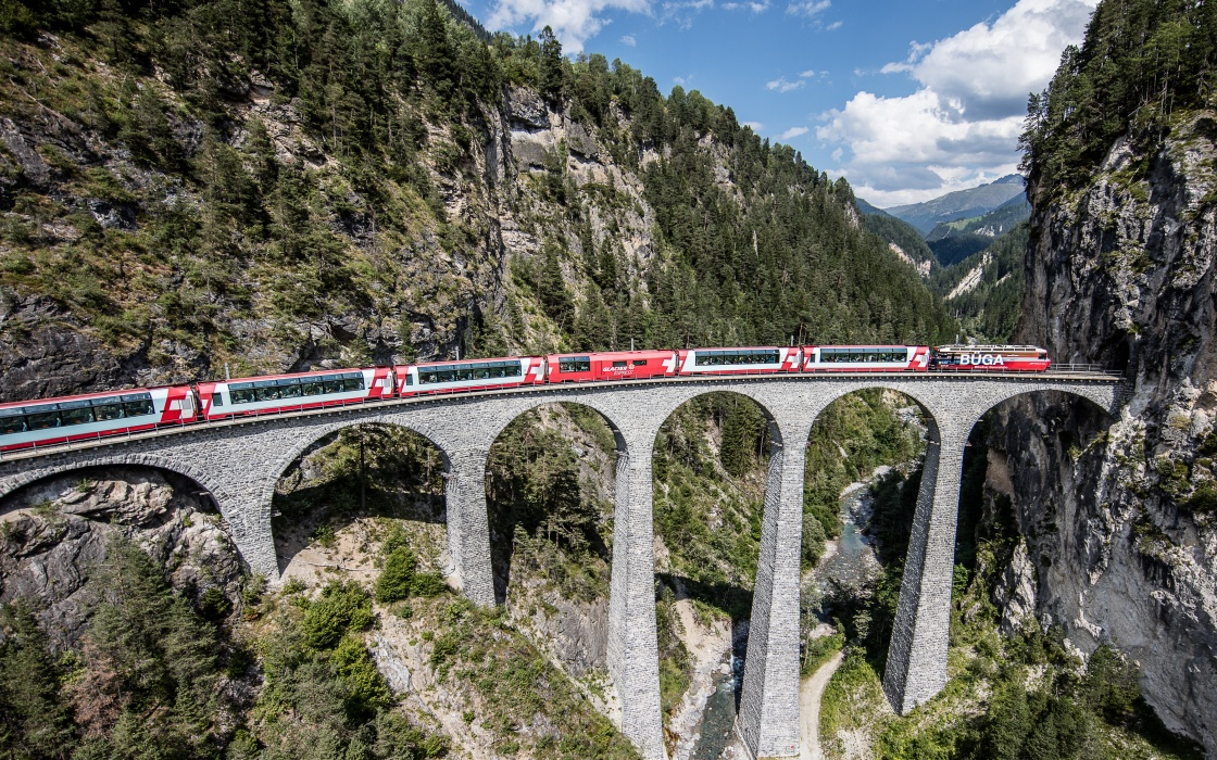 Glaicer Express Geburtstag Schweiz Luxuszug Berglandschaft