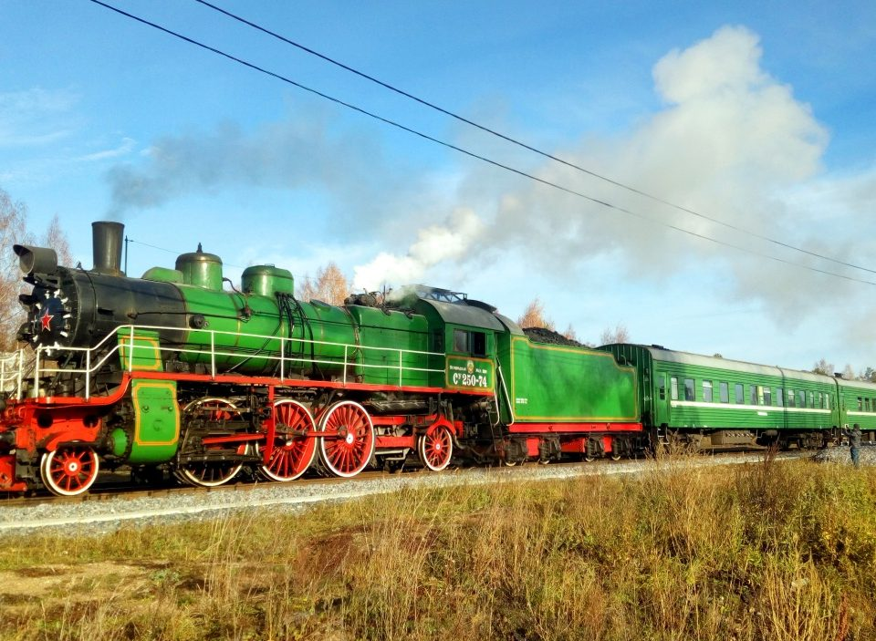 Sankt Pdtersburg Dampfzugfahrt Dampflokomotive historischer Zug Eisenbahnmuseum