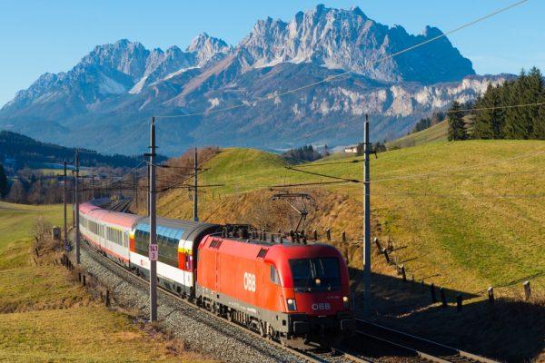 Eisenbahn Trans Alpine Express Österreich Schweiz Berge