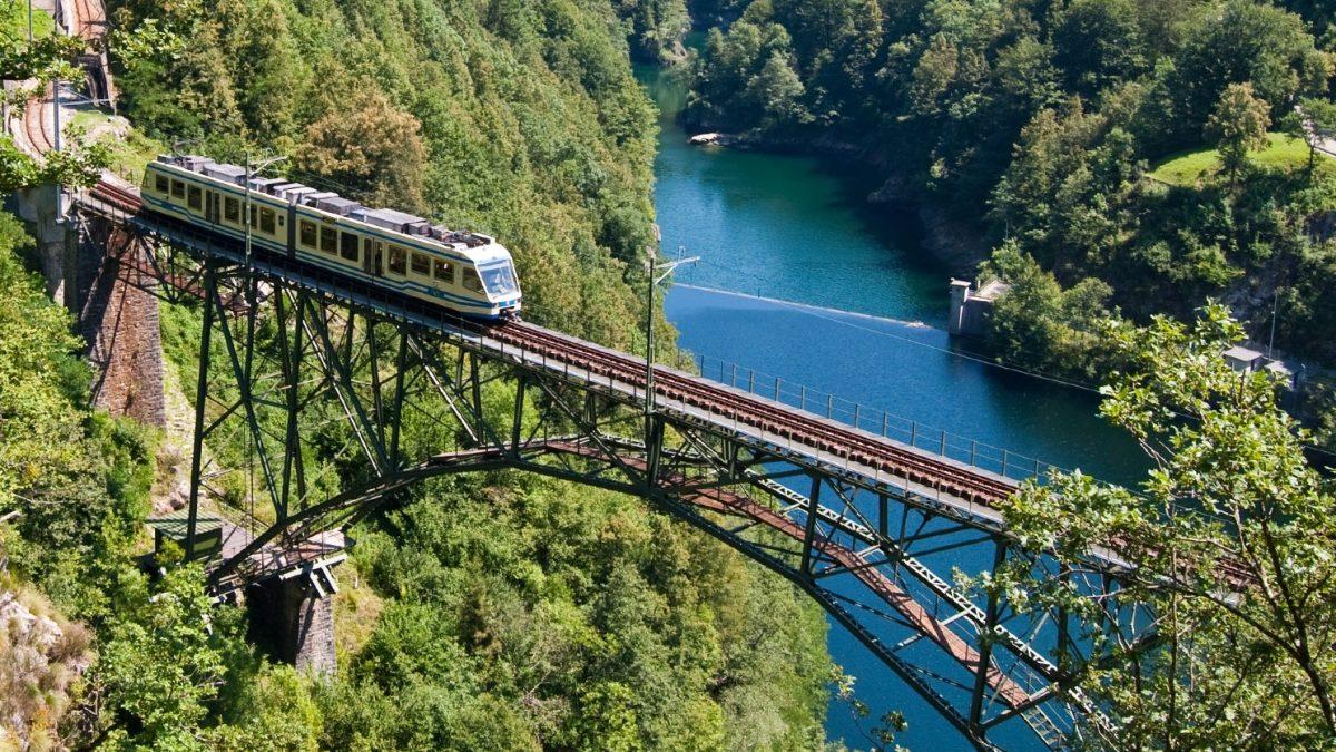 Centovalli-Bahn Lago-Maggiore-Express