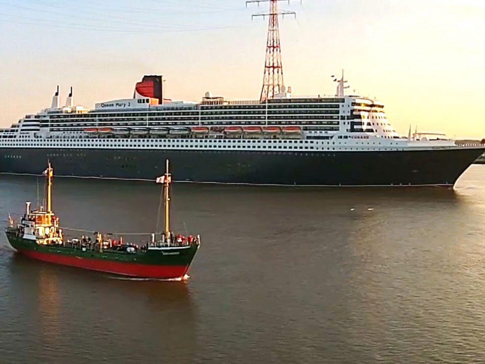 Nostalgie Modern Queen Mary 2 Greundiek Elbe