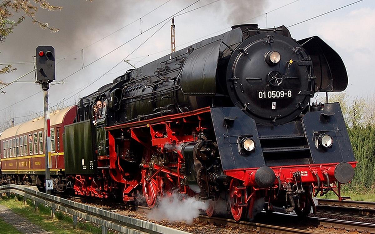 Zeitreise Nostalgie Dampflok Oldtimer Dampfzug Dresden Prag
